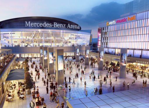 Der Mercedes Platz eröffnet