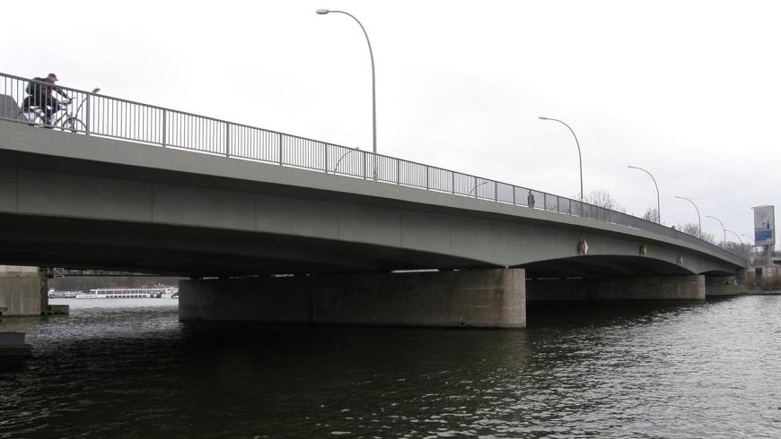 Elsenbrücke über die Spree in Treptow