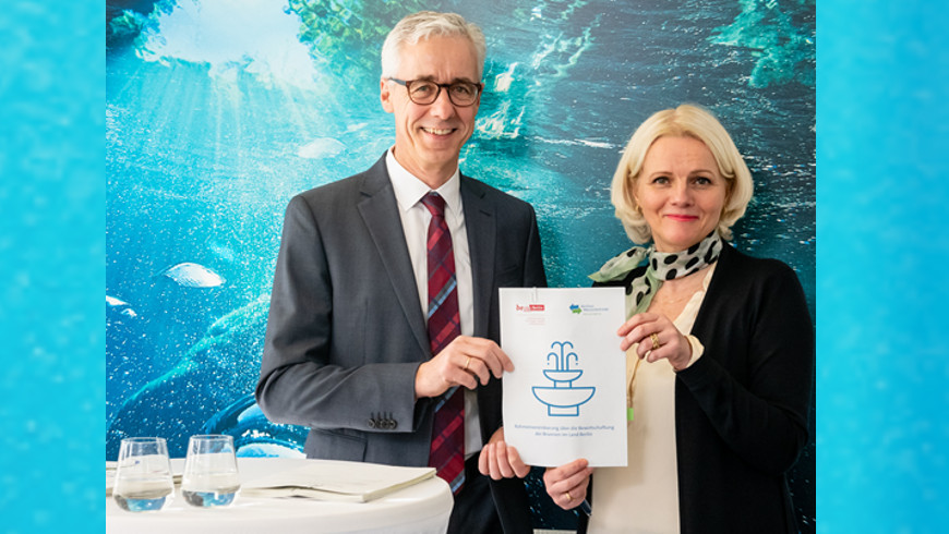 Wasserbetriebe-Vorstandschef Jörg Simon und Senatorin für Umwelt Regine Günther