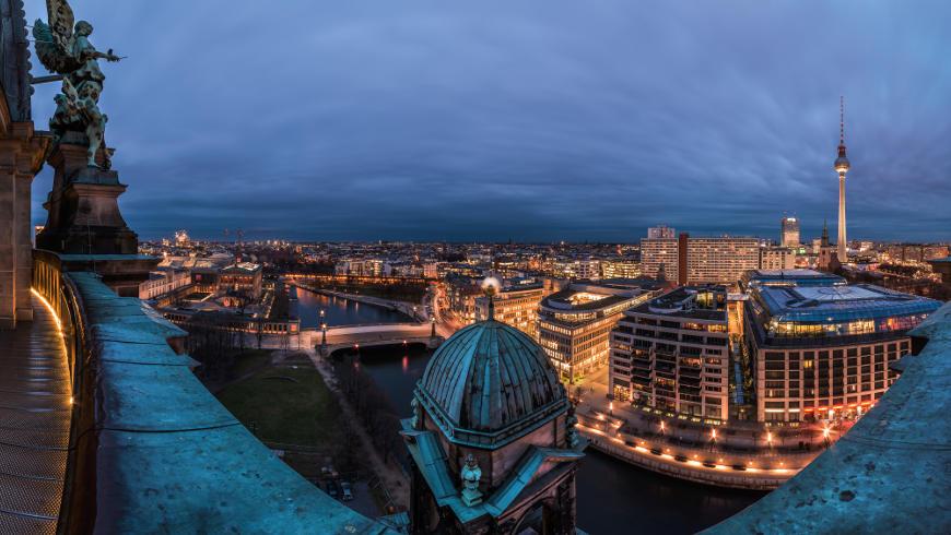 Berliner Dom bei Nacht - 180° Kuppelblick
