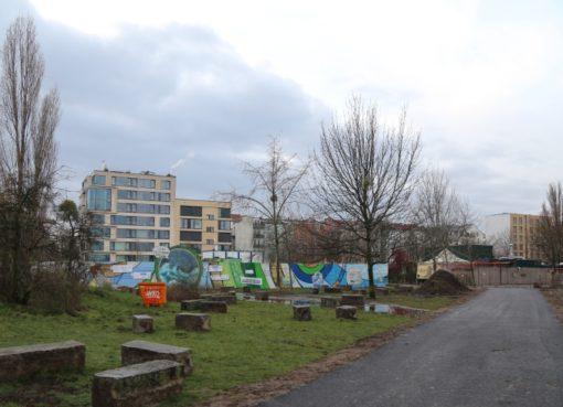 Bauzaun und Umfahrung im Mauerpark