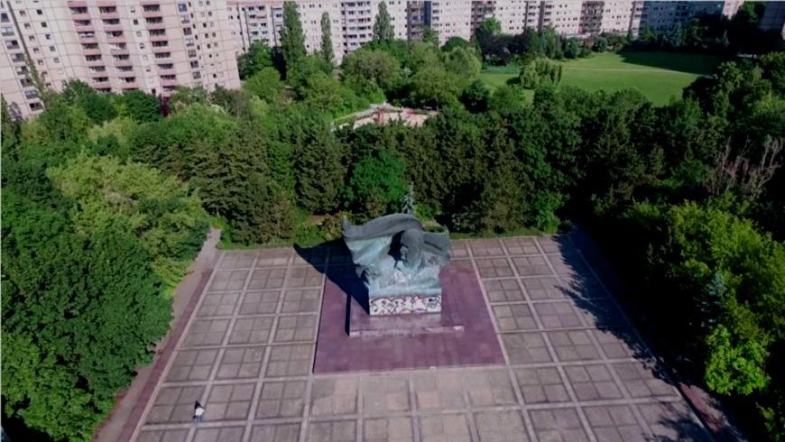 Drohnenflug: Ernst Thälmann Denkmal