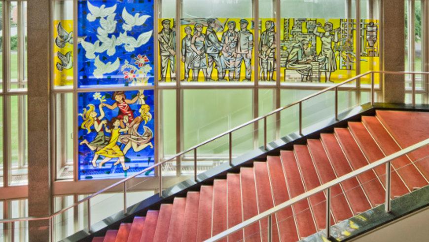 Ausschnitt des Fensterbilds im ehemaligen Staatsratsgebäude