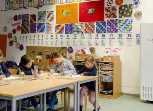Schulklasse mit Ulmair Luftfilter