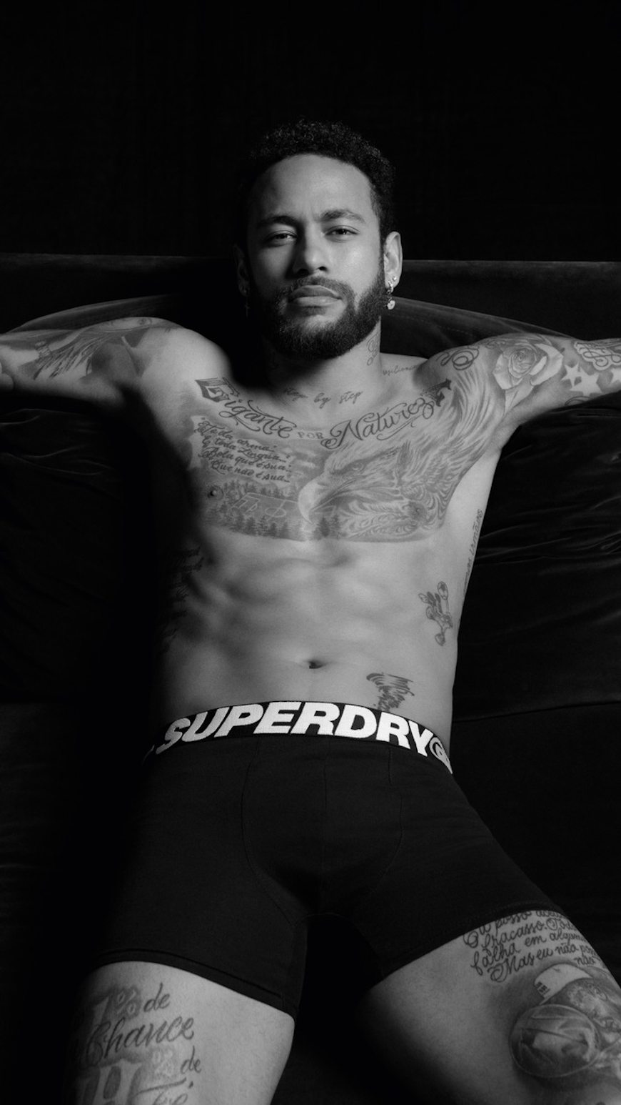 Neymar Jr. wirbt für Superdrys Wäschelinie aus 100 % Bio-Baumwolle