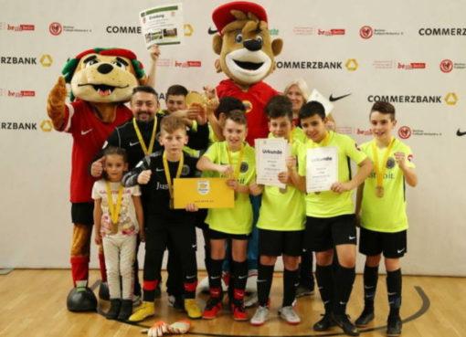 Das Fußball-Team der Aziz-Nesin-Grundschule